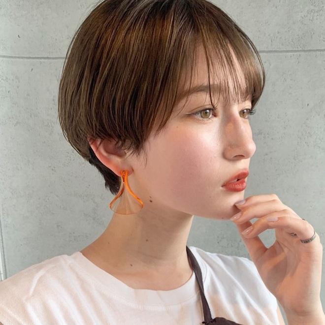 6 kiểu tóc ngắn giúp mặt nhỏ gọn như tiêm botox, các hairstylist Hàn khuyên bạn năm nay nên thử một lần - ảnh 1