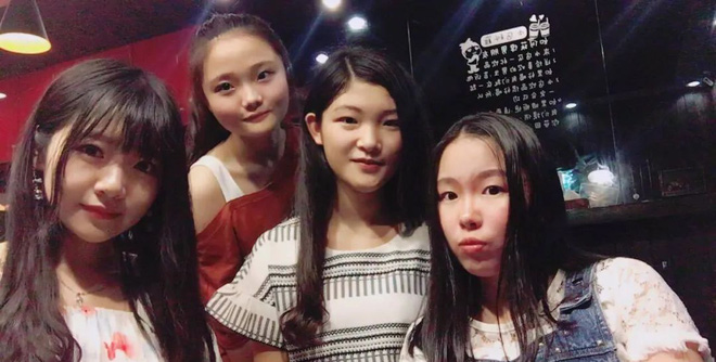 Hội bạn thân nhà người ta hội tụ toàn gái xinh, rủ nhau ở chung học chung, đạt GPA trên 3.5 khiến dân tình ngưỡng mộ - ảnh 1