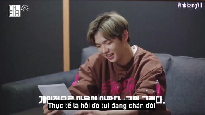 CEO Kang Daniel cười tít cả mắt dù bị nhân viên công ty phũ: Đến giờ vẫn không thích bài hát nào của cậu ấy - ảnh 1