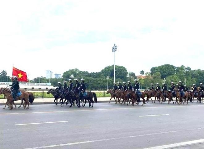 Bất ngờ với hình ảnh lực lượng Kỵ binh CSCĐ trước Lăng Bác - ảnh 1