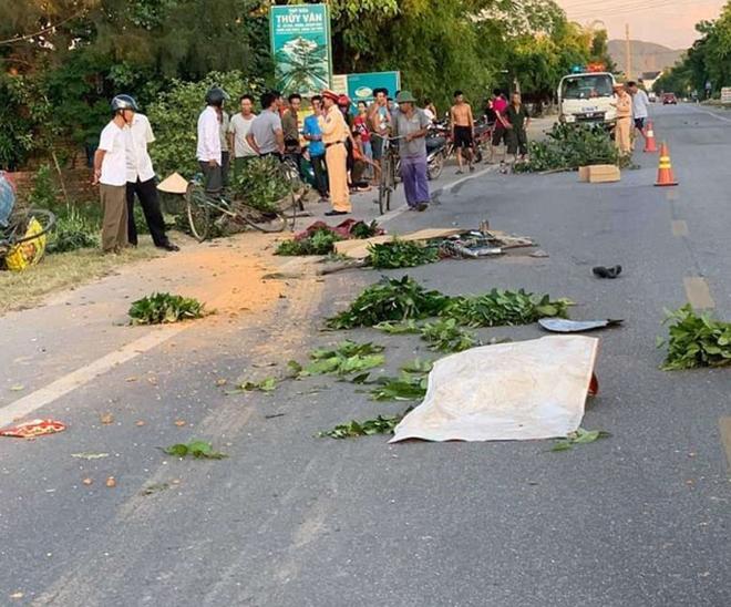 Xe tải chở đất tông 3 người phụ nữ đi xe đạp, 1 người chết, 2 người bị thương - ảnh 1