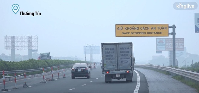 Người dân Hà Nội đốt rơm rạ khói bay mù mịt giữa cái nóng gần 40 độ, khiến không khí ngày càng ô nhiễm - Ảnh 7.