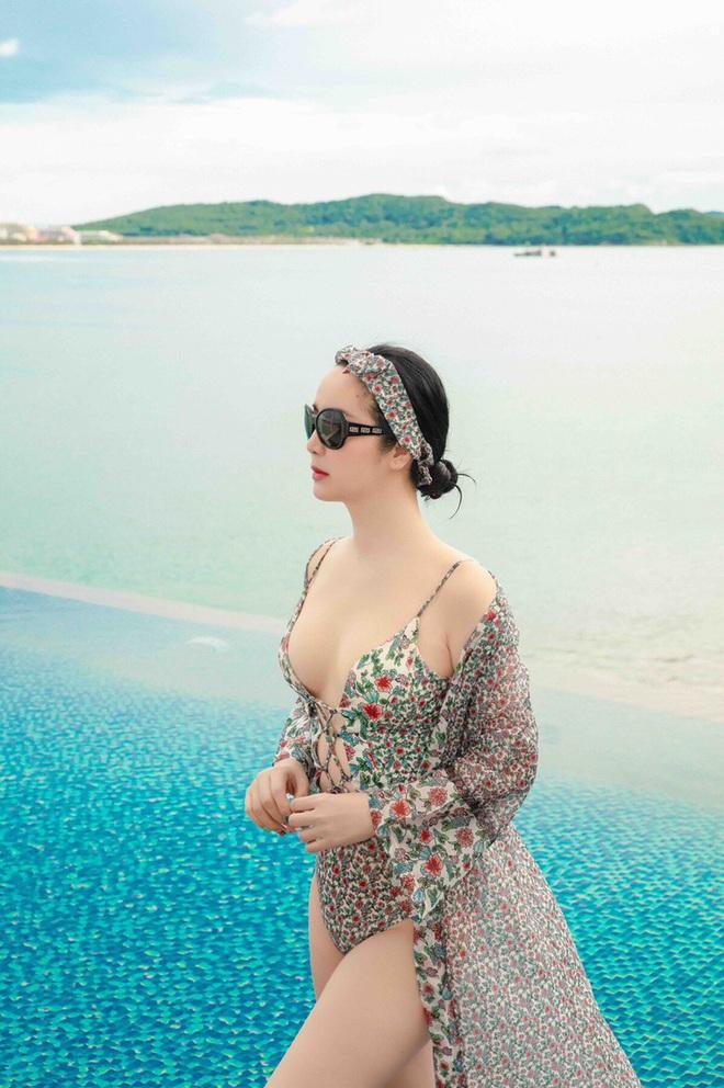 Hoa hậu Giáng My gây sốt khi diện đồ bơi khoe vòng 1 bốc lửa, ai tin đây là vóc dáng của mỹ nhân U50? - ảnh 4