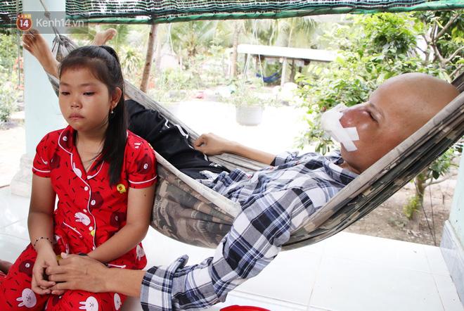 Bước đường cùng của người cha bị ung thư hốc mũi ôm 2 đứa con thơ dại: Con sợ cha chết, không sống cùng tụi con nữa - ảnh 15