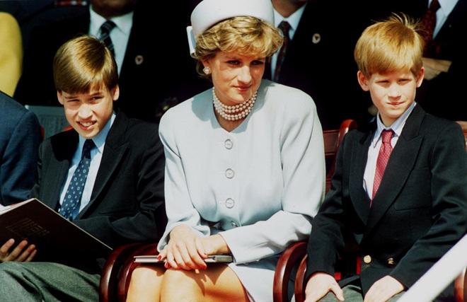 Hé lộ cuộc gọi cuối cùng với con trai của Công nương Diana trước khi ra đi, điều khiến hai vị Hoàng tử nuối tiếc suốt cuộc đời - ảnh 2
