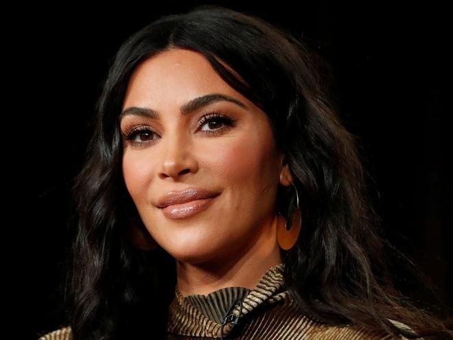 Tranh cãi tin Kim Kardashian chính thức thành tỷ phú đô la: Forbes lại điều tra, phân tích chiêu của vợ chồng Kim - Kanye - ảnh 1