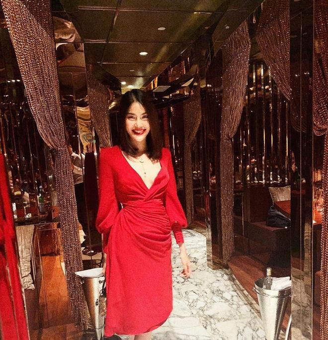 Nhìn các sao Việt diện lại đồ cũ siêu xinh, bạn sẽ học được bao cách mix&match và không cần mua thêm áo quần cho tốn tiền - ảnh 13