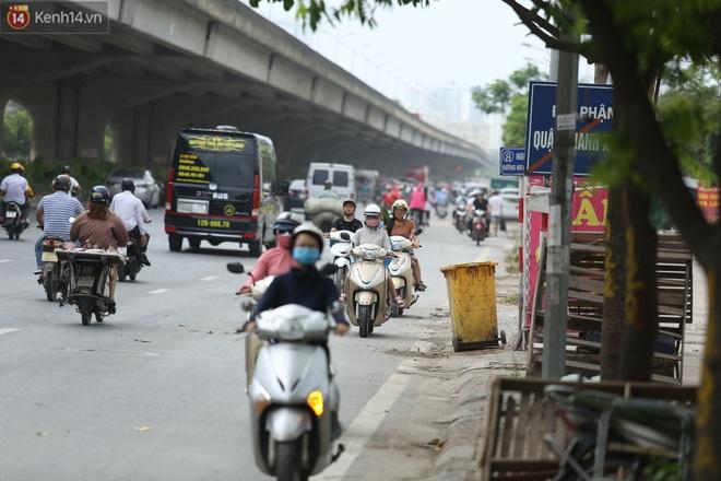 Ảnh, clip: Dòng người thản nhiên nối đuôi nhau đi ngược chiều hàng cây số ở Hà Nội - ảnh 15