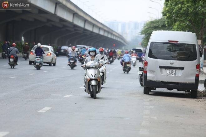 Ảnh, clip: Dòng người thản nhiên nối đuôi nhau đi ngược chiều hàng cây số ở Hà Nội - ảnh 13