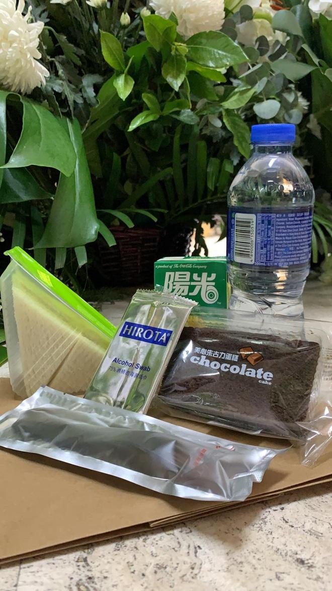 Tiết lộ túi quà mà gia tộc danh giá nhất Hồng Kông tự tay chuẩn bị cho các phóng viên ở tang lễ Vua sòng bài Macau - ảnh 2