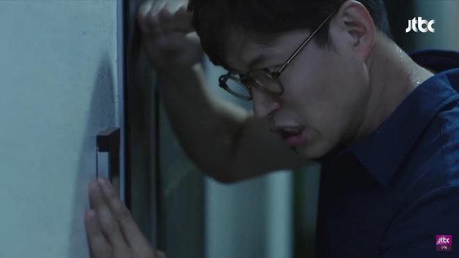 Phim 19+ Hội Bạn Cực Phẩm mở màn gây sốc: Kẻ ác tàn độc giết người loã thể trong nhà tắm, sát nhân lộ diện luôn và ngay? - ảnh 4