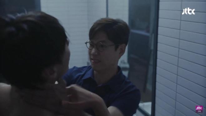 Phim 19+ Hội Bạn Cực Phẩm mở màn gây sốc: Kẻ ác tàn độc giết người loã thể trong nhà tắm, sát nhân lộ diện luôn và ngay? - ảnh 6