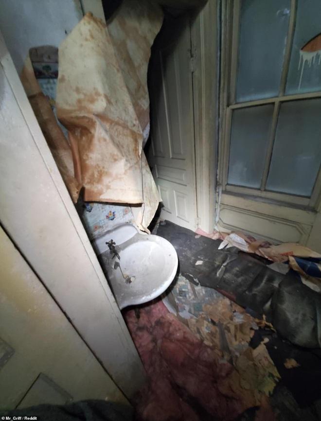 Người đàn ông tình cờ khám phá ra cả một 'căn hộ bí mật' được giấu kín trên gác mái nhà mình mà lâu nay không hề hay biết - ảnh 2
