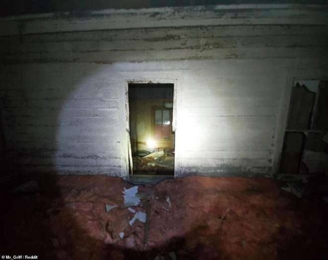 Người đàn ông tình cờ khám phá ra cả một 'căn hộ bí mật' được giấu kín trên gác mái nhà mình mà lâu nay không hề hay biết - ảnh 6