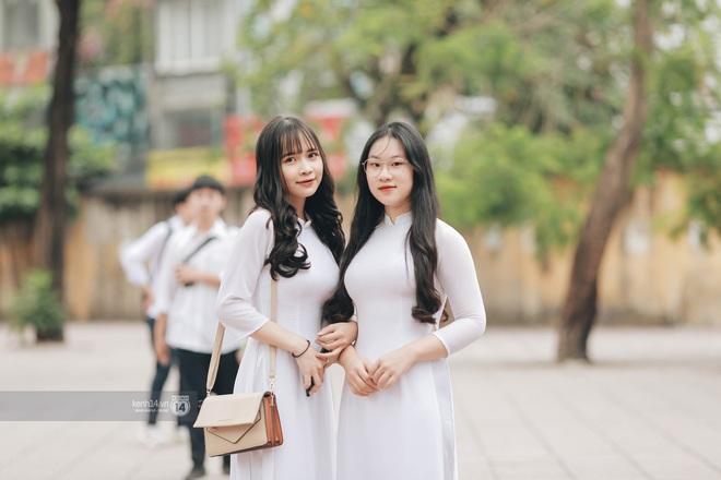 Xuất hiện ngôi trường đánh bại Phan Đình Phùng, Ams, Chu Văn An... vì dàn nữ sinh quá xuất sắc trong lễ bế giảng 2020 - Ảnh 4.