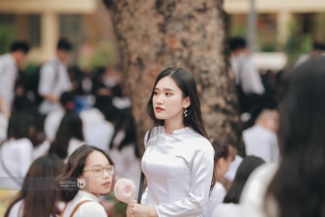 Xuất hiện ngôi trường đánh bại Phan Đình Phùng, Ams, Chu Văn An... vì dàn nữ sinh quá xuất sắc trong lễ bế giảng 2020 - Ảnh 12.