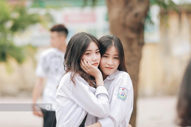 Xuất hiện ngôi trường đánh bại Phan Đình Phùng, Ams, Chu Văn An... vì dàn nữ sinh quá xuất sắc trong lễ bế giảng 2020 - Ảnh 13.