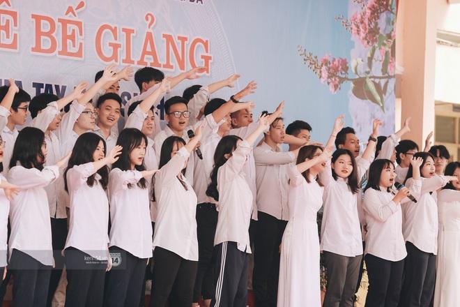 Xuất hiện ngôi trường đánh bại Phan Đình Phùng, Ams, Chu Văn An... vì dàn nữ sinh quá xuất sắc trong lễ bế giảng 2020 - Ảnh 18.