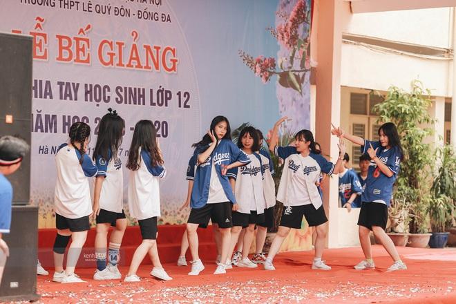 Xuất hiện ngôi trường đánh bại Phan Đình Phùng, Ams, Chu Văn An... vì dàn nữ sinh quá xuất sắc trong lễ bế giảng 2020 - Ảnh 16.