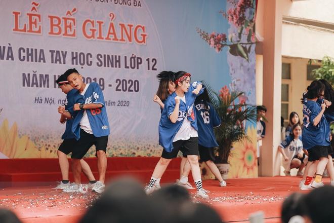 Xuất hiện ngôi trường đánh bại Phan Đình Phùng, Ams, Chu Văn An... vì dàn nữ sinh quá xuất sắc trong lễ bế giảng 2020 - Ảnh 15.