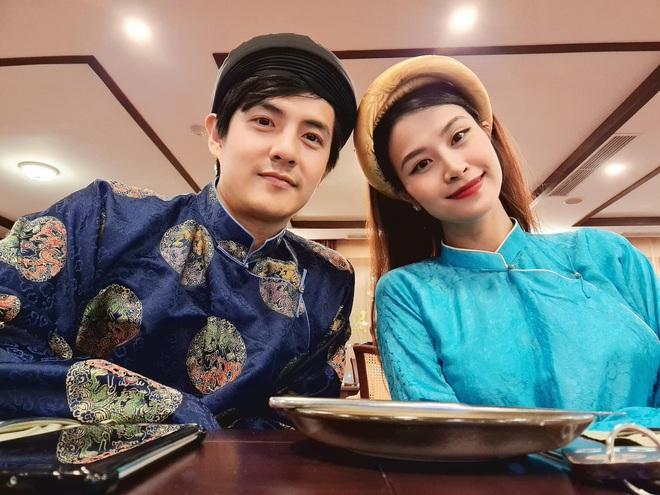 Đông Nhi quyến rũ khoe bụng lớn rõ ở tháng thứ 5 trong bộ ảnh du lịch gia đình: Phong độ nhan sắc vẫn quá đỉnh! - ảnh 3
