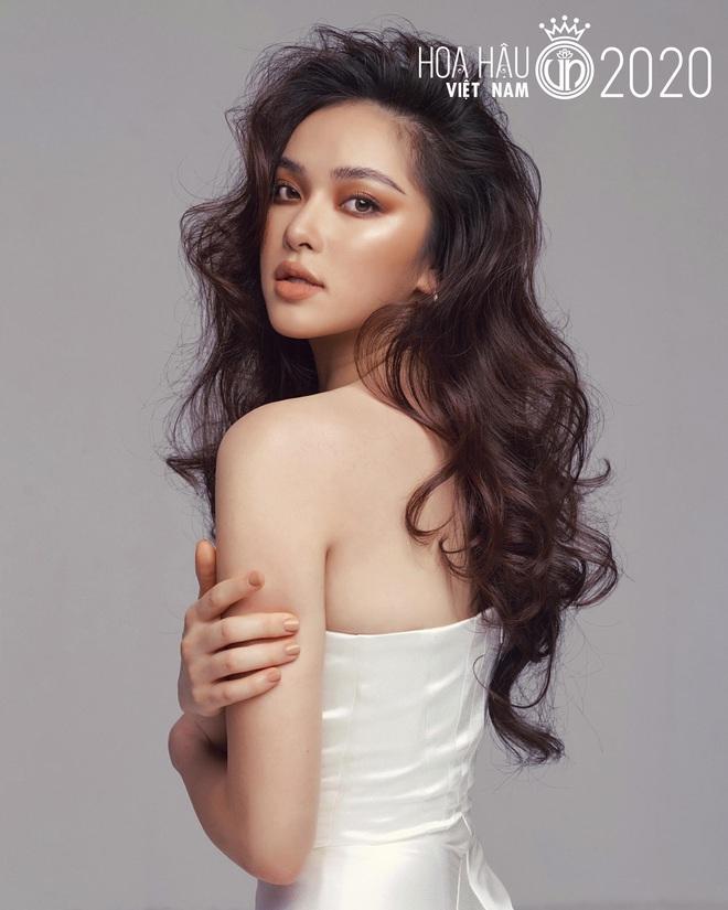 Xuất hiện ứng viên nặng kí của Hoa Hậu Việt Nam 2020: Dáng đẹp, mặt xinh, makeup tông nude đã tây còn na ná Châu Bùi - ảnh 1
