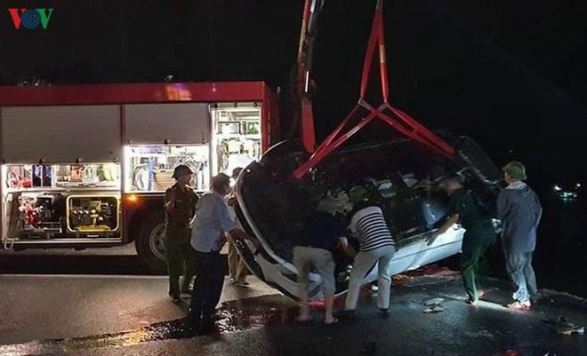 Xe ô tô chở 5 người lao xuống biển, 4 người nguy kịch tại Quảng Ninh - ảnh 3
