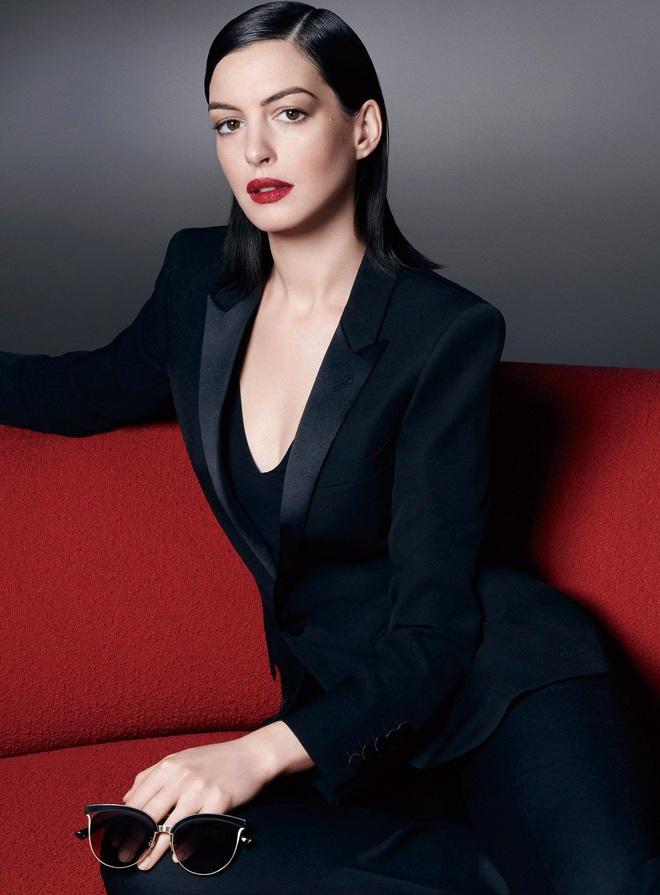 Mỹ nhân khét tiếng Anne Hathaway lột xác thành phù thuỷ tạo hình cực kinh dị - ảnh 1