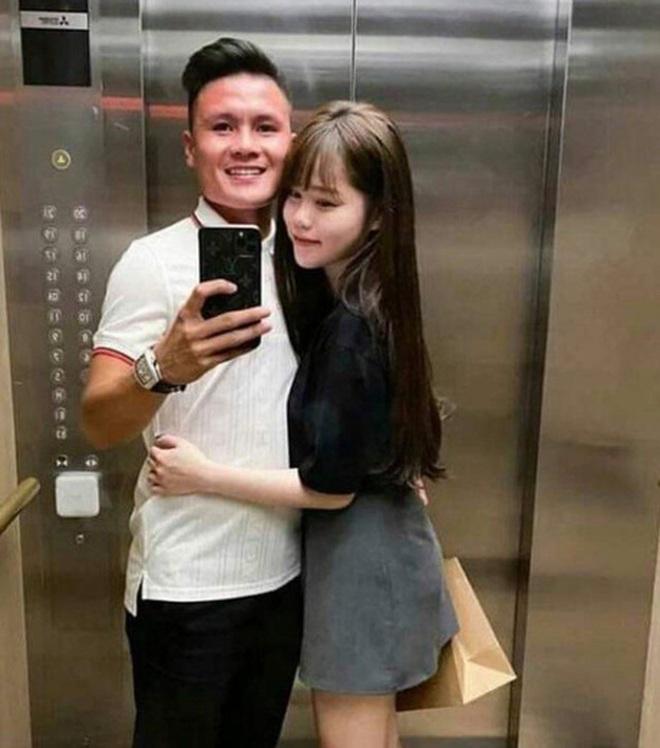 Qua bao sóng gió, Huỳnh Anh vẫn giữ đúng lời hứa luôn bên cạnh bạn trai.