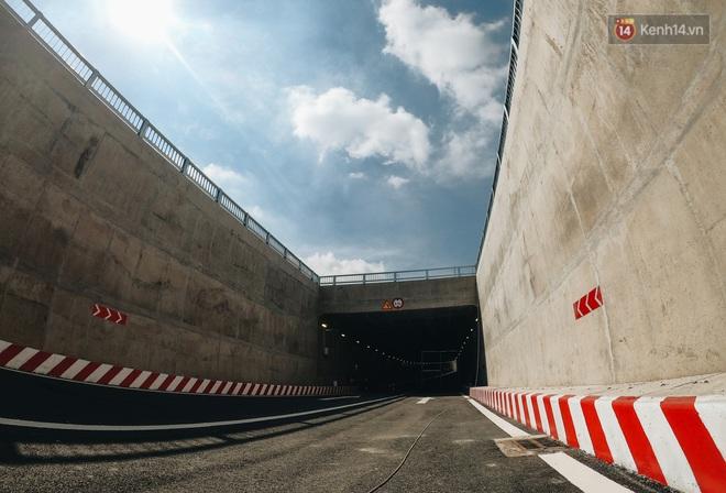 Cận cảnh hầm chui hơn 500 tỷ đồng tại điểm đen giao thông ở Sài Gòn trước ngày thông xe - ảnh 11
