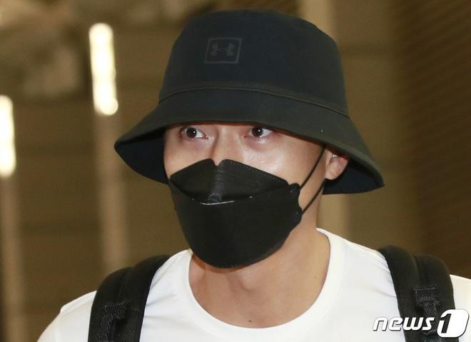 Hyun Bin lần đầu chính thức lộ diện sau tin đồn tái hợp với Song Hye Kyo, ngoại hình thay đổi rõ ràng - ảnh 4