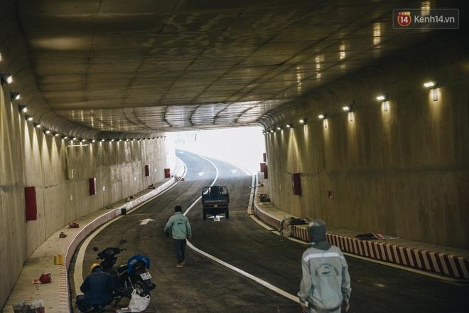 Cận cảnh hầm chui hơn 500 tỷ đồng tại điểm đen giao thông ở Sài Gòn trước ngày thông xe - ảnh 9