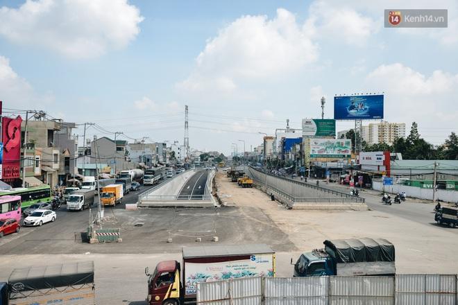 Cận cảnh hầm chui hơn 500 tỷ đồng tại điểm đen giao thông ở Sài Gòn trước ngày thông xe - ảnh 16