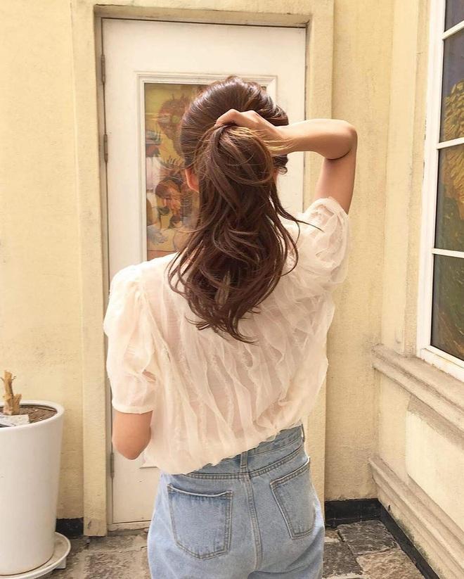 Tuyệt chiêu mà thợ sấy tóc không bao giờ nói với bạn: Cực đơn giản mà giúp tóc bồng bềnh gấp đôi - ảnh 3