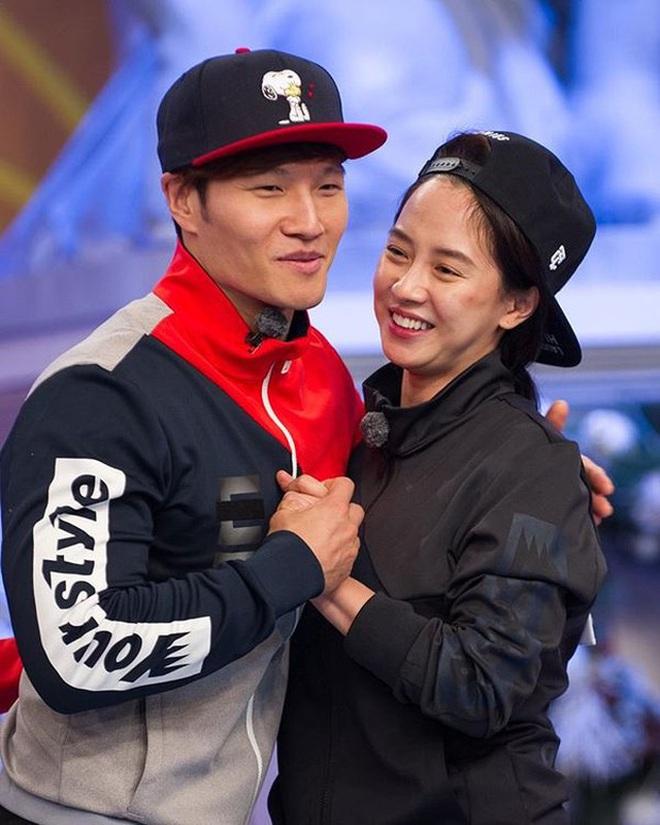 Xoắn xuýt khoảnh khắc Kim Jong Kook bất ngờ gọi Song Ji Hyo là vợ yêu, đến cả đồng đội cũng phải bất ngờ - ảnh 11