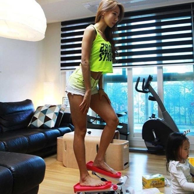 Tăng cân không phải là điều xấu: mẹ bỉm sữa người Hàn tăng 7kg vẫn có thể sở hữu được cơ bụng số 11 hoàn hảo - ảnh 12