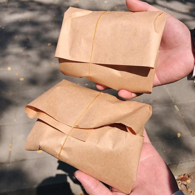 """Quán ăn hút khách nhờ ý tưởng gói cơm bằng giấy cực lạ, vừa thân thiện với môi trường lại khiến hội thích """"sống ảo"""" phát cuồng vì lên ảnh đẹp khỏi chê - Ảnh 1."""