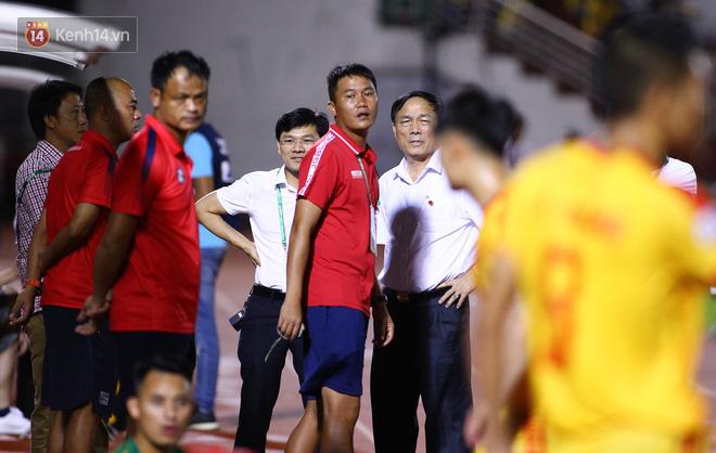 Bóng đá Việt tuần qua đầy nhức nhối: An toàn của đội khách bị thách thức, chủ tịch lắm phốt lại không giữ lời - ảnh 3