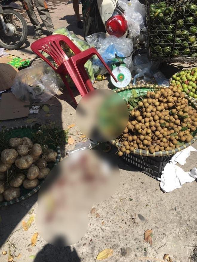 Hà Nội: Người phụ nữ bán hoa quả bất ngờ bị đâm nguy kịch - ảnh 2