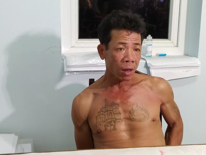 Gã đàn ông gây rối trật tự, vác dao chém công an khi bị mời về trụ sở làm việc - ảnh 1