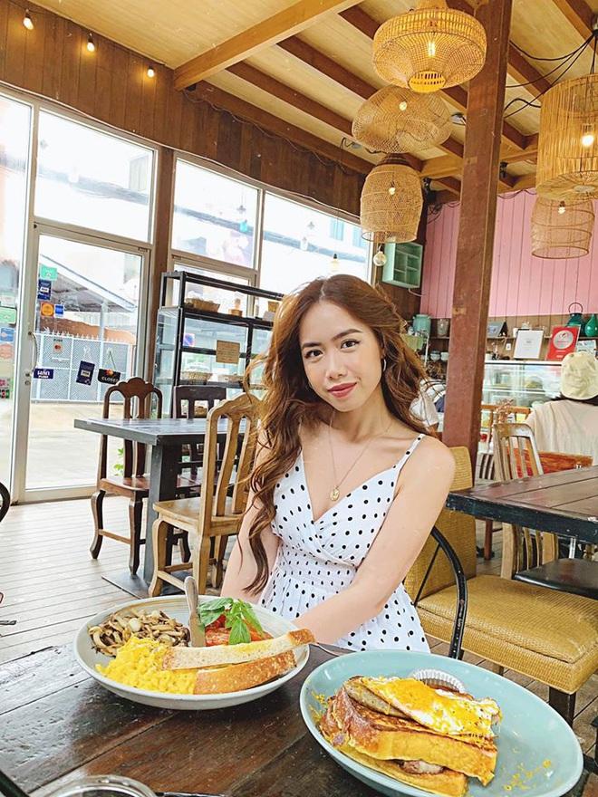 Profile khủng của nữ chính tập 11 Người ấy là ai: Từng sống ở Nga, du học tại Úc, hot beauty blogger đạt nút bạc Youtube - Ảnh 10.
