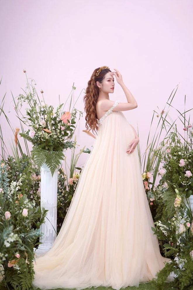 Bà xã Dương Khắc Linh tung trọn bộ ảnh bầu thai đôi đỉnh cao: Nhan sắc thế này bảo sao ông xã nghiện khoe! - ảnh 7