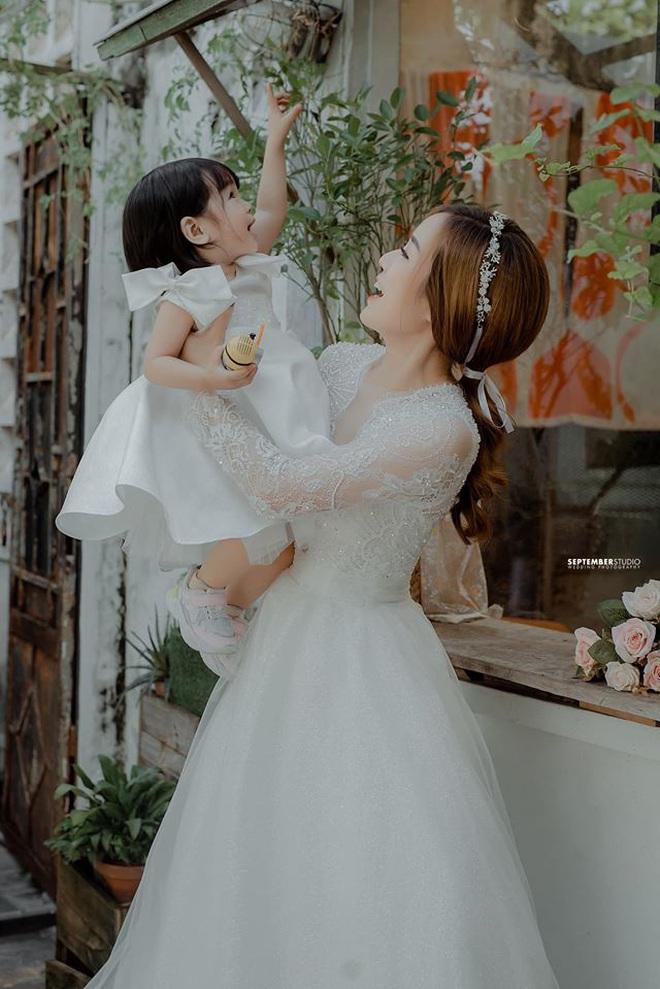 Vợ cũ Hoài Lâm khoe nhan sắc ấn tượng bên 2 con gái cưng, quyết bảo vệ nhóc tỳ trước sóng gió hậu tan vỡ - ảnh 5