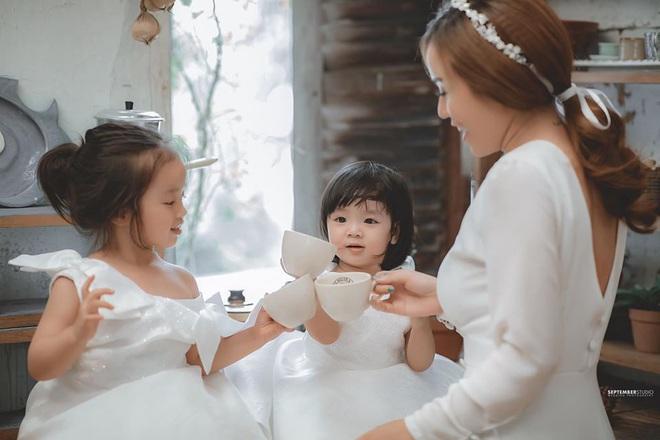 Vợ cũ Hoài Lâm khoe nhan sắc ấn tượng bên 2 con gái cưng, quyết bảo vệ nhóc tỳ trước sóng gió hậu tan vỡ - ảnh 2