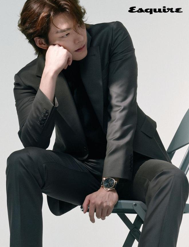 Tiệc sinh nhật Kim Woo Bin: Để mặt mộc, chẳng lên đồ vẫn bảnh, đón ngày vui ở mái nhà chung với Shin Min Ah - ảnh 7