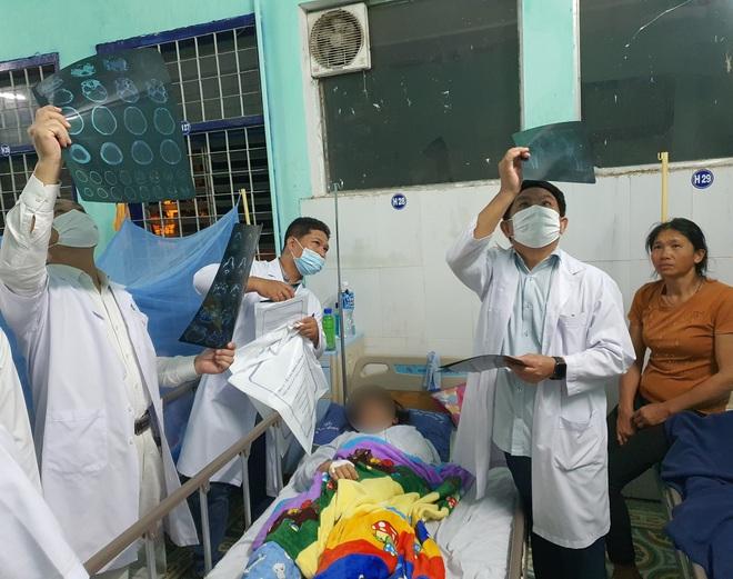 Tình hình sức khỏe mới nhất của các nạn nhân bị thương nặng trong vụ tai nạn 6 người chết ở Kon Tum - ảnh 1