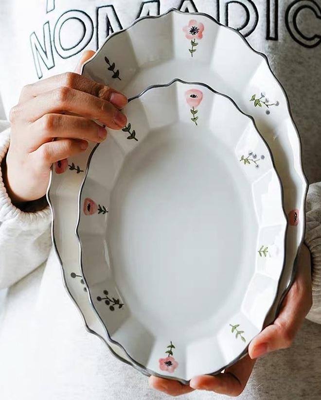 Chẳng kém gì quần áo, mấy chiếc đĩa sứ cũng khiến tôi phát cuồng vì quá xinh, lần nào lượn Instagram cũng tha về ít nhất vài chiếc - ảnh 1