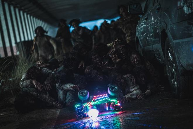 Bom tấn zombie Train to Busan 2 (Peninsula) hốt gọn 12.000 vé đặt trước ở Việt Nam chỉ mất 48h - ảnh 2