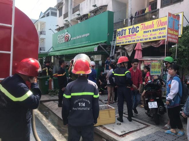 6 người thoát chết trong phòng trọ cháy dữ dội ở TP HCM - ảnh 2