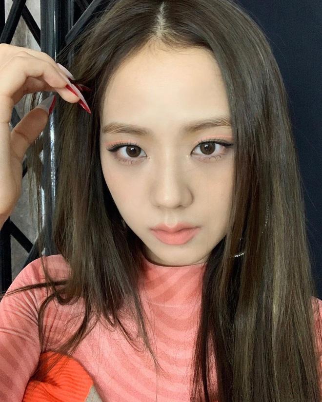 Quá ghen tị với Jisoo: Người đâu xinh đến mức cân hết những màu son bợt nhất, trông chẳng nhợt nhạt lại còn sang - ảnh 2